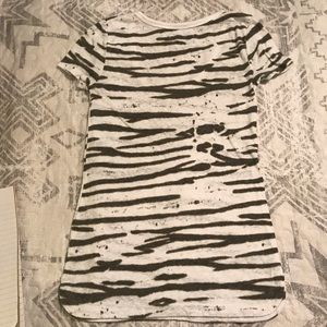 American Eagle Outfitters Tops - AEO Tee